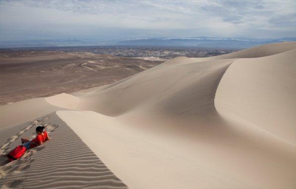 A una hora de Nazca, pasando el pueblo ¨Tambo de Perro¨ encontramos los médanos de Usaca, gigantes lienzos de arena en constante movimiento que invitan a los amantes del sandboard, los espacios abiertos y la contemplación.