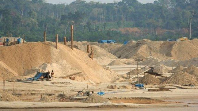 Estragos de la minería informal en el distrito de Huepetuhe, Madre de Dios. Foto: El Comercio