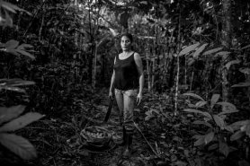 Yerli usa los frutos del bosque para su consumo propio y para la venta.