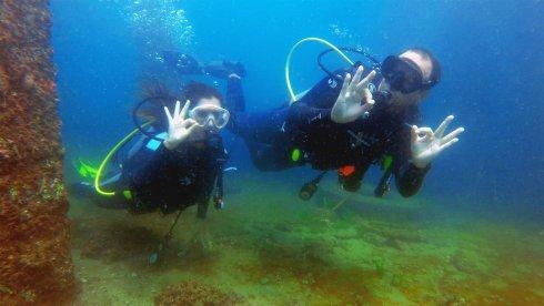 Amantes del Buceo. Los Arrecifes de Punta Sal del Mar Pacífico Tropical, son el hogar de una de las mayores poblaciones nacionales de caballitos de mar. En este mundo submarino, los turistas también descubrirán esponjas marinas, corales y moluscos. Si te gusta bucear, no dudes en visitarlo. Foto: Yuri Hooker