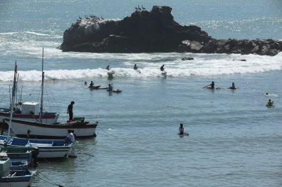 Deportes. Entre las playas cercanas se ubican Los Órganos, conveniente para la práctica de Kayac, surfing y pesca; y Cabo Blanco, donde podrás practicar tabla hawaiana y pesca deportiva de merlín y atún. Foto: SPDA