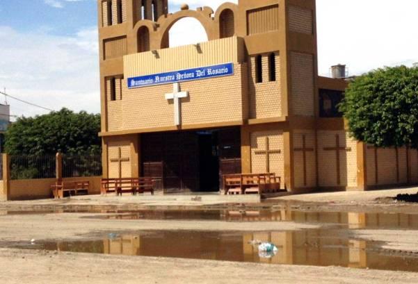 La iglesia principal, así como centros educativos también sufrieron los efectos de la inundación.