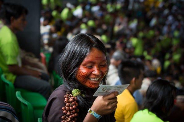 Unos 4.500 indígenas de comunidades nativas de Perú, Brasil y Bolivia se congregaron en el Coliseo para escuchar a Francisco y expresar sus preocupaciones mediante representantes.