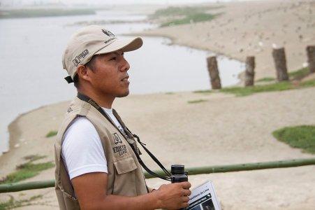 Hanz Dávila, otro de los guías del Refugio de Vida Silvestre los Pantanos de Villa, es uno de los más jóvenes y especializados en el estudio de estas aves. Es capaza de reconocer todas las especies a vista. (Foto: Katherine Bless)