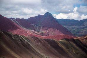 Como resultado del proceso de consulta previa para la creación del área, se retiró del expediente las tierras del cerro Vinicunca, ya que la comunidad Pampachiri decidió no formar parte de la propuesta de ACR. Esta Área de Conservación Regional protegerá una serie de glaciares de la cordillera de Vilcanota en Cusco, entre los que destaca el Quelccaya, considerado el glaciar tropical más extenso del mundo.