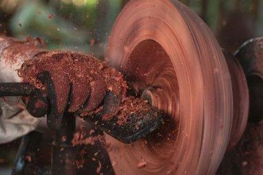Pero, para dichos utencilios no hace falta tumbar árboles, pues los artesanos utilizan el shungo de árboles muertos. Foto: SPDA/Spectabilis
