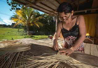 Otros recursos usados por esta comunidad para la elaboración de artesanía son extraídos de palmeras. Foto: SPDA/Spectabilis
