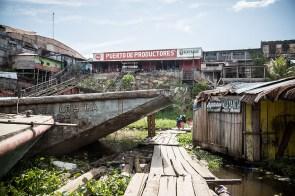 7.- Iquitos concentra la mayor parte del comercio en todo Loreto, para abastecer al casi medio millón de habitantes de la provincia de Maynas.