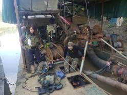 La fiscal Karina Garay durante el operativo realizado el 1 de mayo en la zona de Laberinto, se hallaron dos dragas industriales. Foto: FEMA
