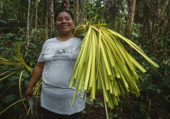 Erica Caro, artesana del ACR Comunal Tamshiyacu Tahuayo. Foto: SPDA/Spectabilis