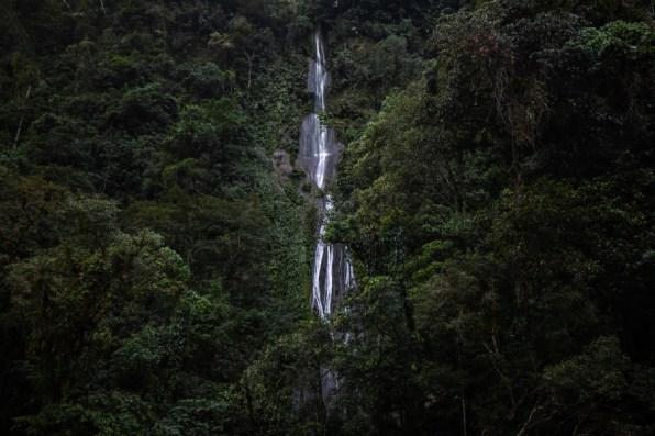 Concesión para Conservación El Breo, Alto Huayabamba - San Martín. Antes de llegar a la catarata El Breo se pueden apreciar distintas caídas de agua en el camino. Esta se encuentra ubicada en la zona de amortiguamiento del Parque Nacional del Río Abiseo. Foto: Diego Pérez / GIZ