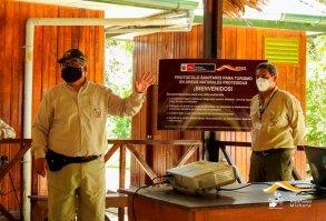 Las ministras de turismo y ambiente, Rocío Barrios y Kirla Echegaray, visitaron la RNAM para verificar el cumplimiento de protocolos de bioseguridad. Foto: Sernanp