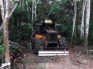 Tractor y moto encontrados en el lugar. Foto: Comité de Vigilancia Comunitaria Sawawo – ProPurús