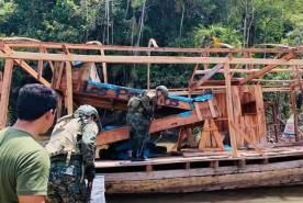 Embarcación intervenida y destruida durante el operativo Tahuampas V. Foto: Fema Maynas