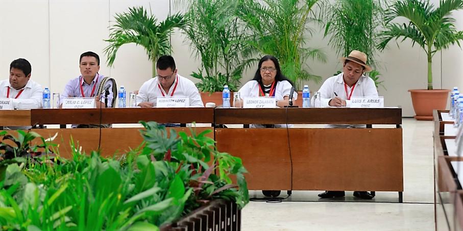Delegados indígenas a la Mesa de Dialogo entre FARC EP y Gobierno de Colombia