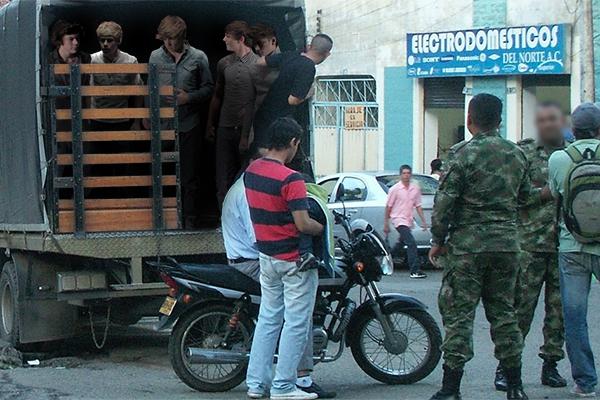 Los miembros de One Direction eran remisos, manifestó uno de los soldados que participó en la batida.