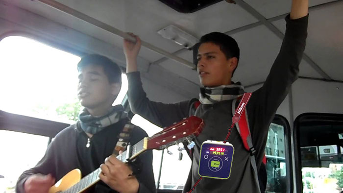 Dos de los artistas beneficiarios del programa durante la prueba piloto. .