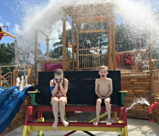 hal terbaik untuk anak-anak di Pantai Resorts Negril - waterpark