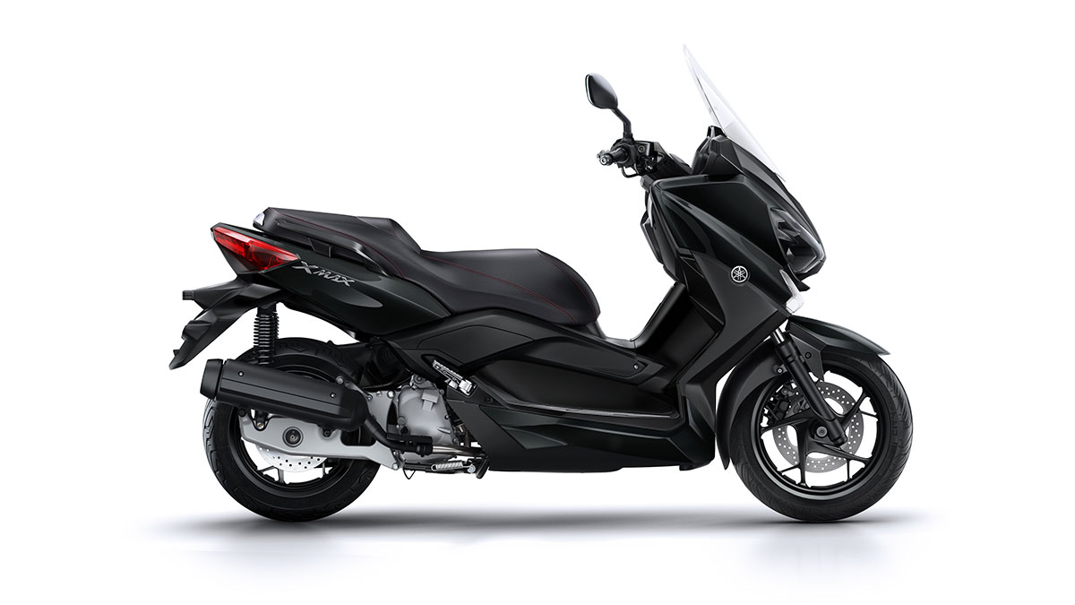 les yamaha xmax 125 250 et 400 s habillent en iron max actu moto