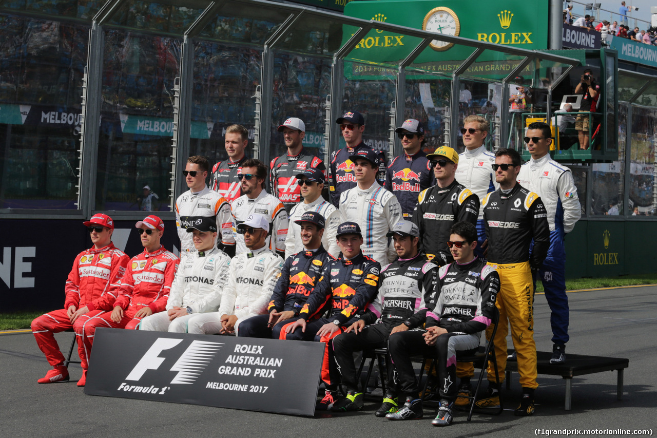 26.03.2017 - The drivers start of season group photograph.