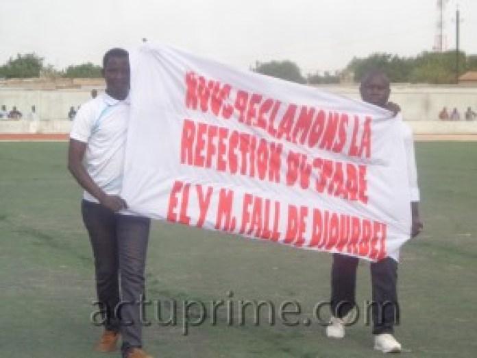 Manifestation pour réclamer la réfection du stade Ely Manel Fall de Diourbel