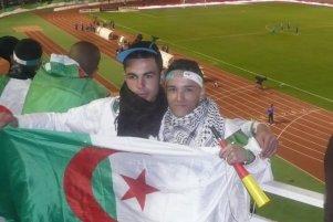 supporter-drapeau-algerie