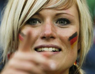gros plan drapeau Supportrice Allemagne Coupe du monde 2014
