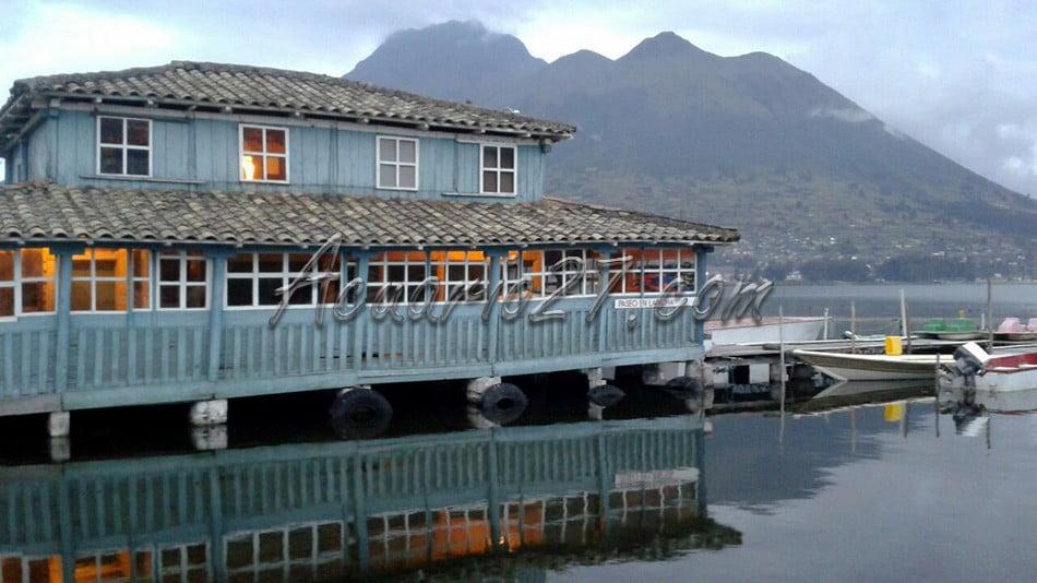 Antiguo Muelle en el Lago San Pablo. fotografía: Carolina Andrade