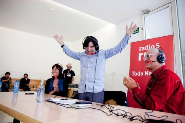 Javier Tolentino con Neus Ballús e Lluís Miñarro, na gravación dun programa no marco de Curtocircuíto. FOTO: Tamara de la Fuente