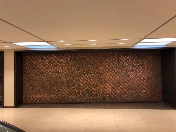 Pareti in rame, 2018, parete 2, rame calcato e ossidato, cm 237 x 680, abitazione privata, Roma. Courtesy il collezionista e Baldo Diodato