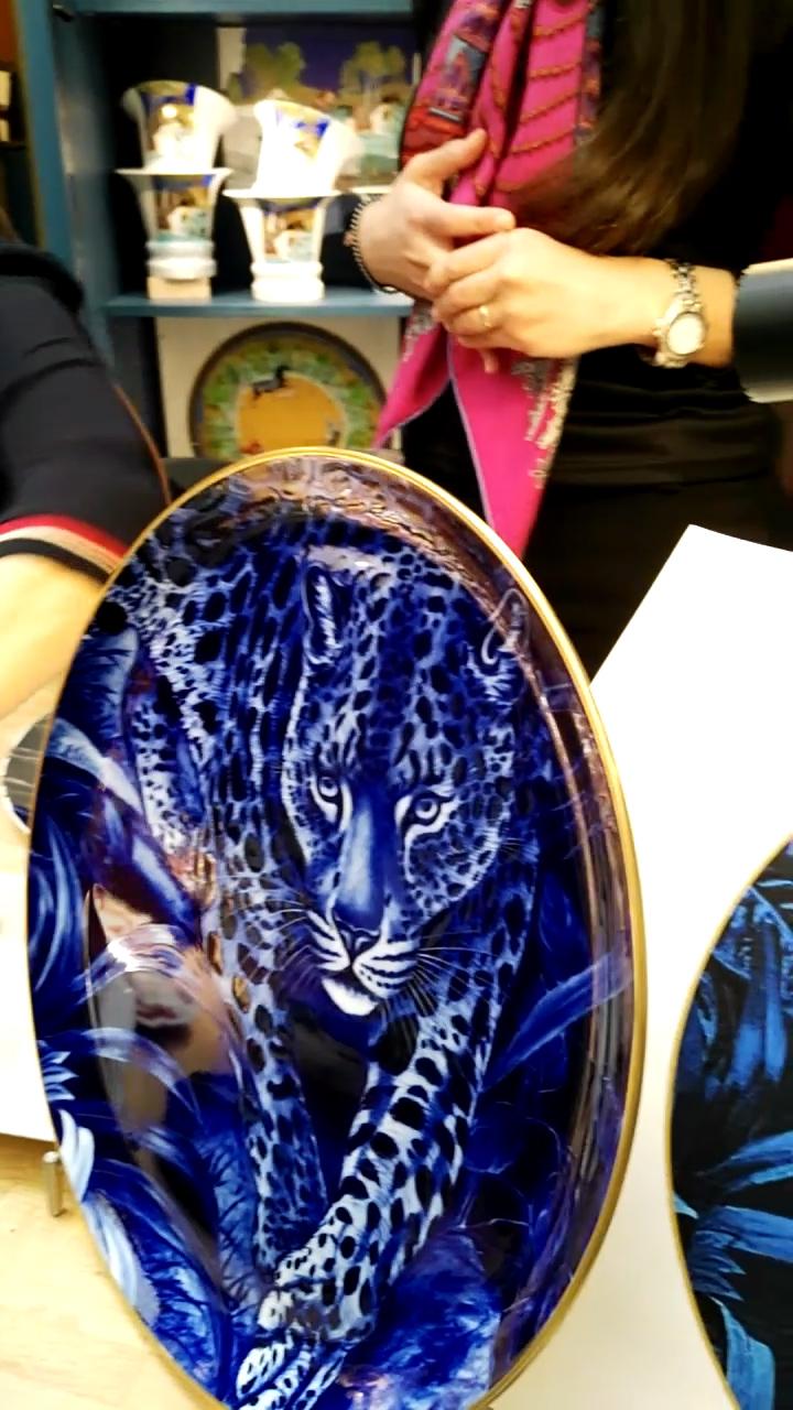 Piatto di porcellana dipinto a mano, Hermès dietro le quinte, Museo dell'Ara Pacis