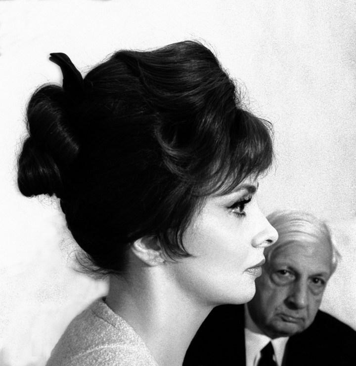 Gina Lollogrigida e Giorgio De Chirico, Roma, 1961. Foto Paolo Di Paolo, © Archivio Paolo Di Paolo (courtesy Collezione Fotografia MAXXI)
