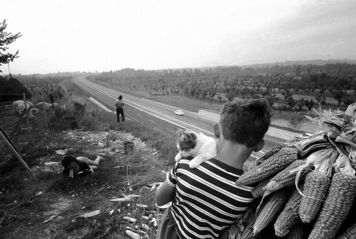 Autostrada del Sole, inaugurazione della tratta Roma-Firenze, 1962. Foto Paolo Di Paolo, © Archivio Paolo Di Paolo