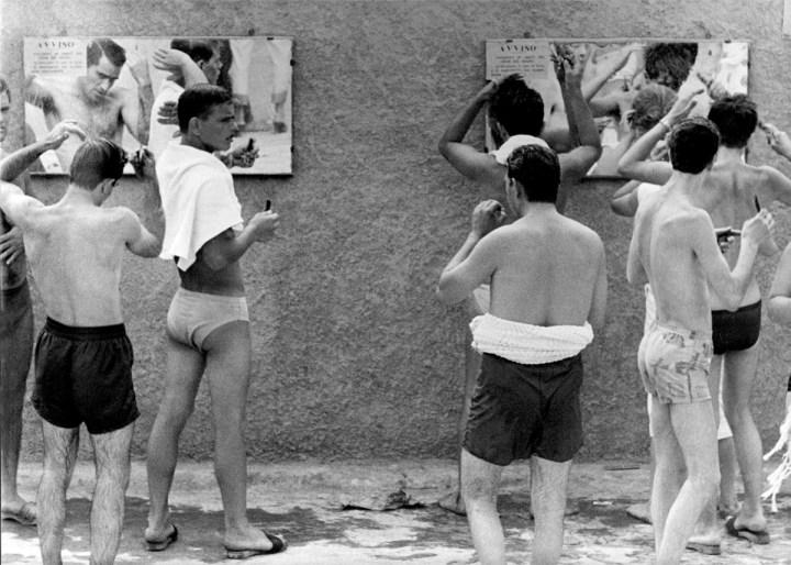 Lido di Corollo (Napoli),1959. Foto Paolo Di Paolo, © Archivio Paolo Di Paolo
