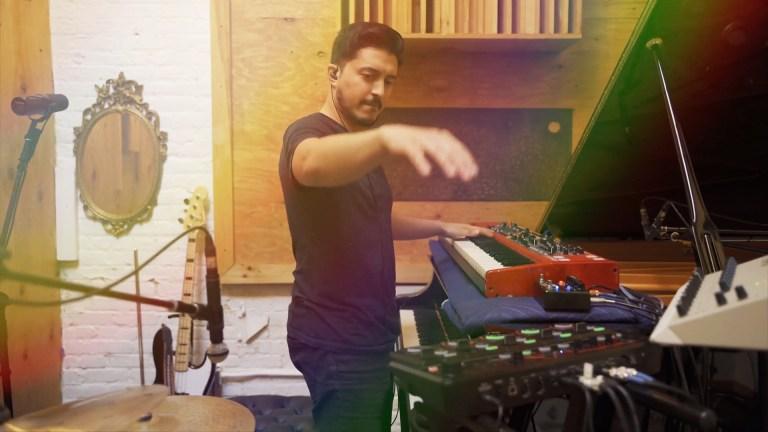 Adam Ahuja - Over the Rainbow (live-looping)