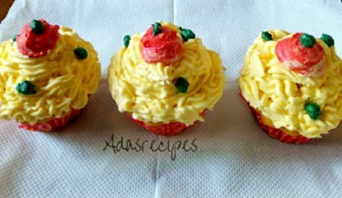 ENJOY YUMMY CHRISTMAS CUPCAKES
