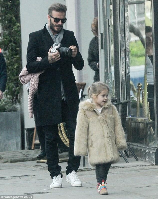 Father's Love:愛女Harper變模特兒。「胖爸爸」Beckham這回變身成帥氣攝影師 ‧ A Day Magazine