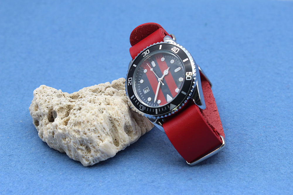 red nato strap james bond