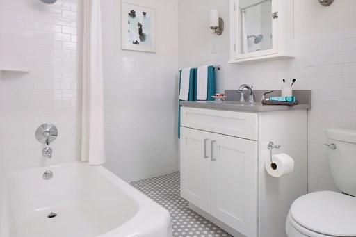 versailles-apartments-modern-bathroom