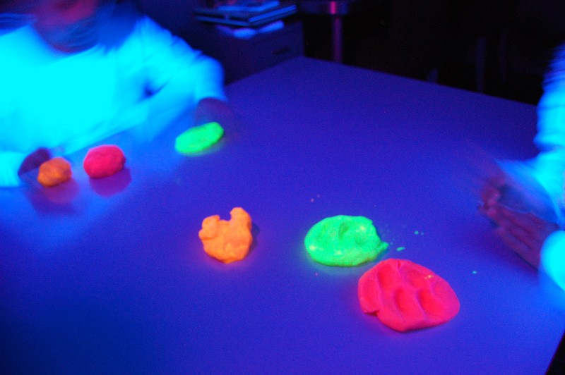 playdough-fluo1