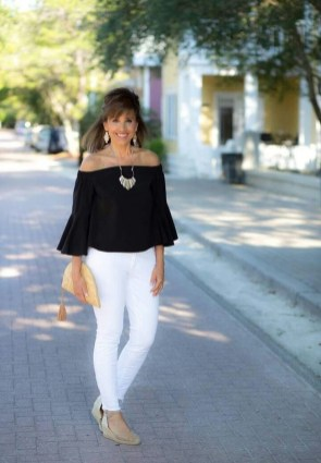 Amazing Looks For Over 40 Women Inspiration22