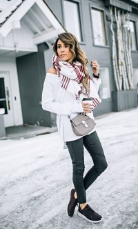 Cute Forward Fall Outfits Ideas To Update Your Wardrobe10