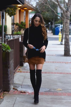 Adorable Winter Outfits Ideas Boots Skirts27