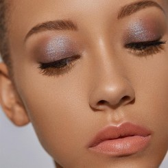 Popular Shimmer Summer Makeup Ideas28