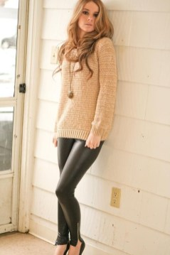 Popular Winter Outfits Ideas Leather Leggings06