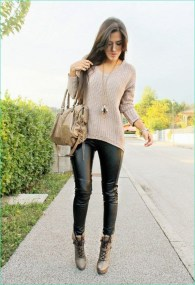 Popular Winter Outfits Ideas Leather Leggings21