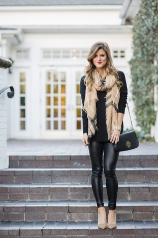 Popular Winter Outfits Ideas Leather Leggings33