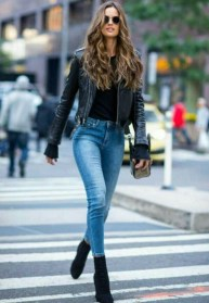 Pretty Winter Outfits Ideas Black Leather Jacket41