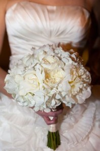 Casual Winter White Bouquet Ideas03