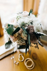 Casual Winter White Bouquet Ideas12
